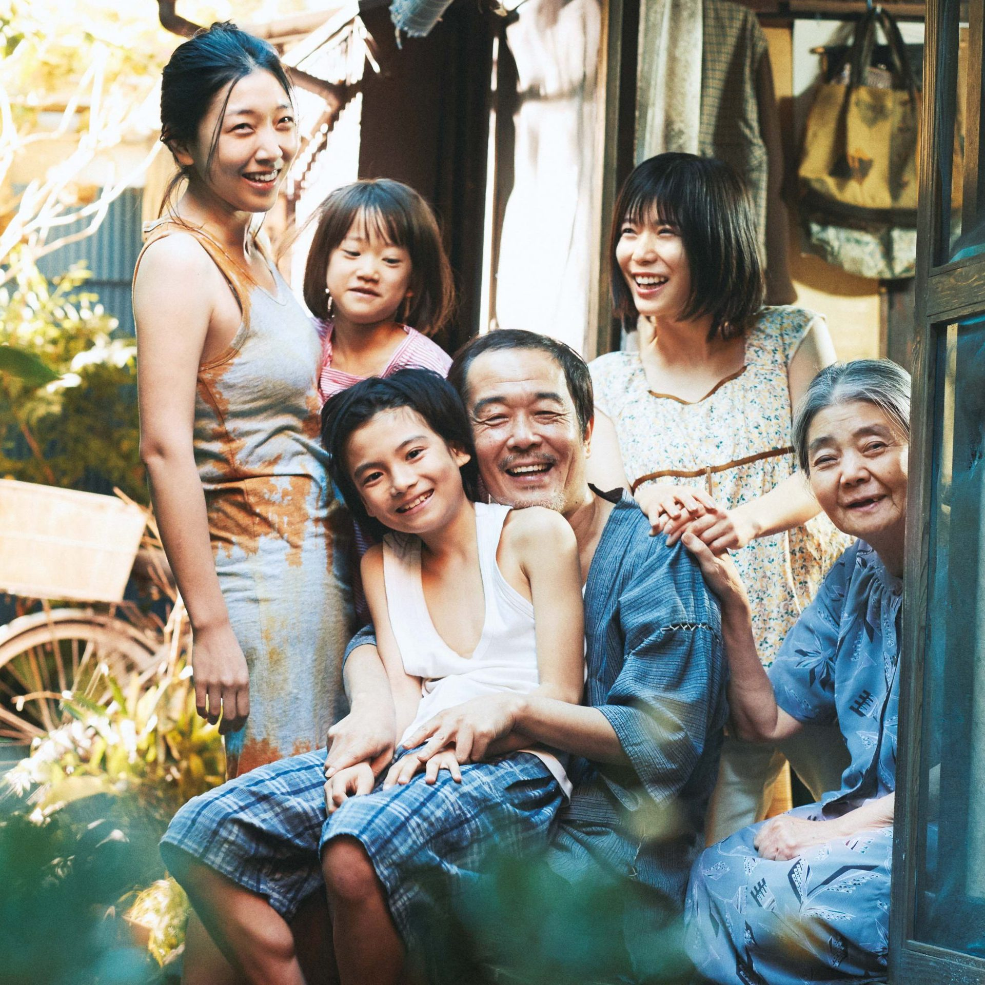 Cover photo of the Shoplifters movie, featuring members of the family in the movie